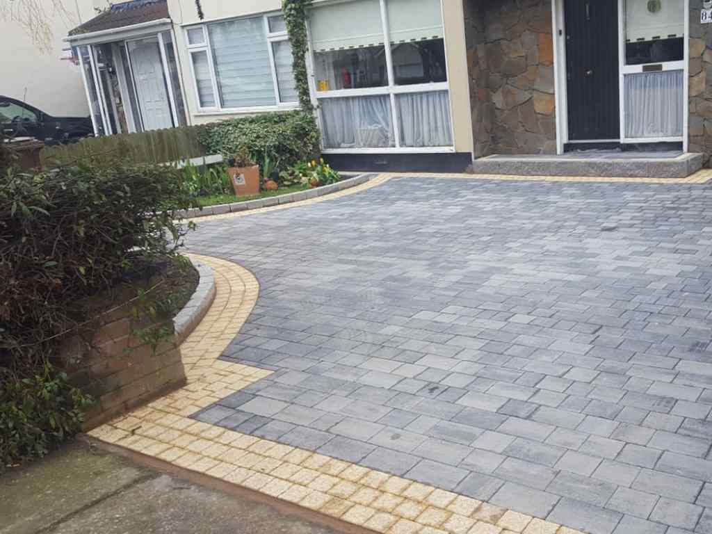 Cobble Set Border Paving