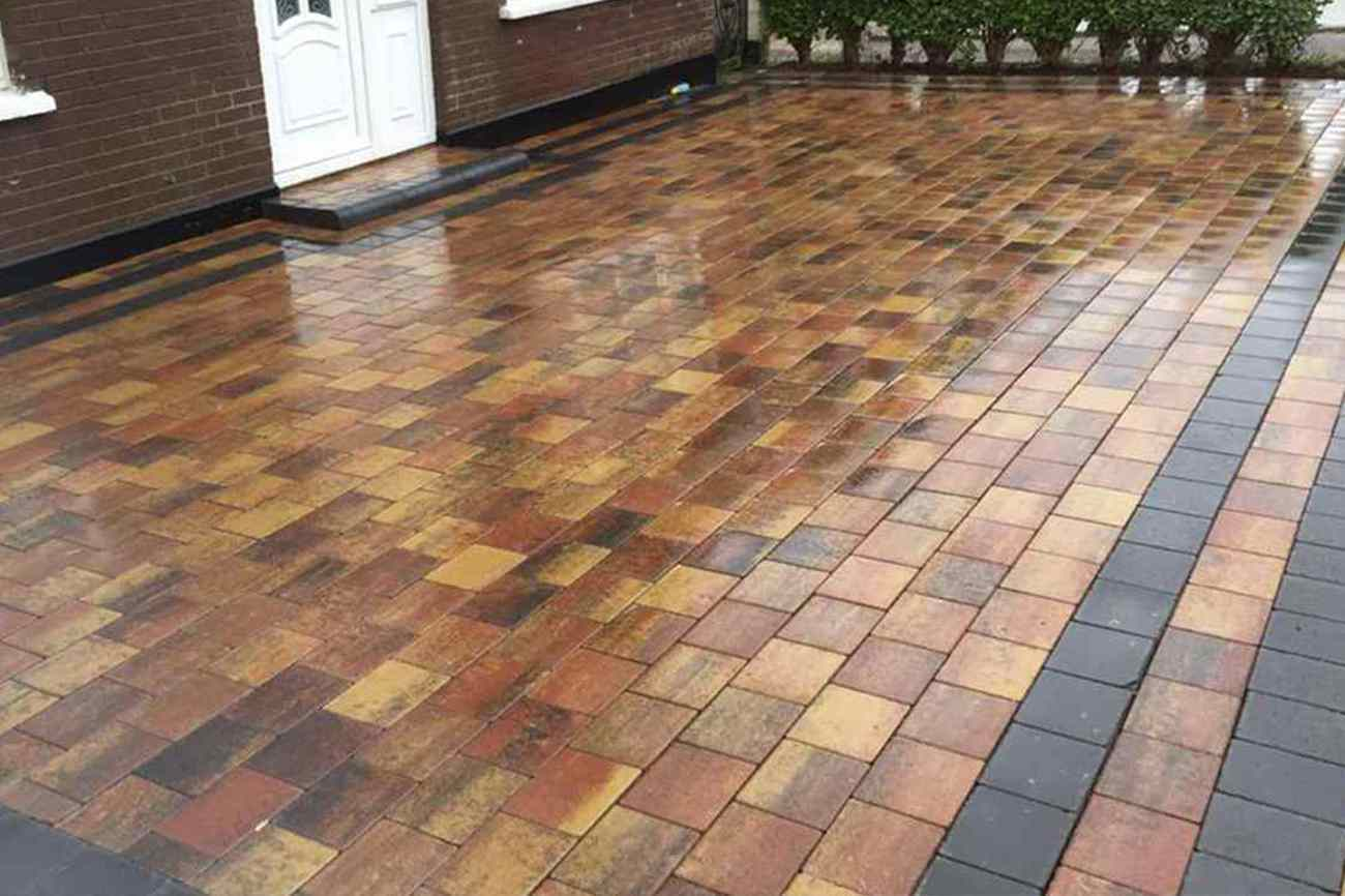 Staggered, Stetchered Paving Pattern